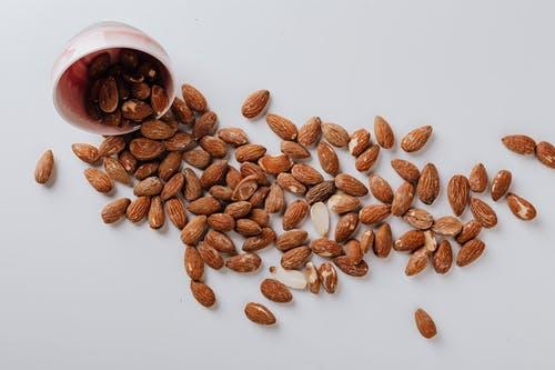 เมล็ดอัลมอนด์ อาหารทานเล่น เคี้ยวเพลิน มากด้วยประโยชน์ ดีต่อสุขภาพ