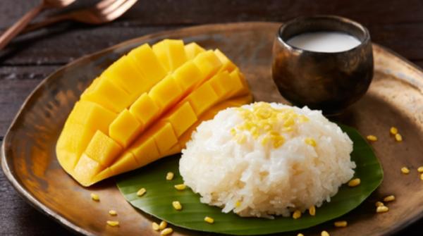 แนะนำ ร้านข้าวเหนียวมะม่วง ย่านโชคชัย 4  เป็นขนมหวานไทยยอดนิยมที่แสนอร่อย