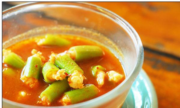 เคล็ดลับการทำ แกงส้มกุ้ง ผักบุ้งยัดไส้ เมนูที่มีรสชาติเหมือนแกงส้มใต้แท้ ๆ แน่นอน