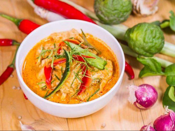 เมนูแนะนำ แกงพะแนงหมู อาหารรสชาติเลิศที่ดีที่สุดและคู่ครัวกับคนไทยมานาน