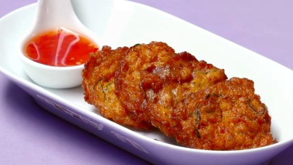 3 เจ้าเด็ด แห่งเมนูทอดมัน เนื้อแน่นเพลินลิ้น รสชาติเค็ม ๆ มัน ๆ และมีกลิ่นหอมของพริกแกง