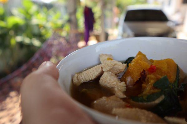 สอนทำเมนูเพื่อสุขภาพ แกงฟักทองน้ำใส ไว้ทานเองที่บ้านง่าย ๆ