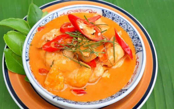 อาหารไทยยอดนิยม พะแนงไก่ แสนอร่อยน่าทานหวานมันด้วยพริกแกงและกะทิ