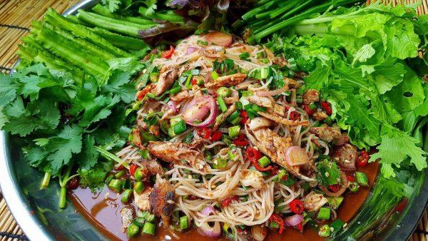 ยำขนมจีนปลาทู เมนูที่ทานเมื่อไหร่ก็ไม่มีมีเบื่อแถมยังไม่อ้วนด้วยนะ
