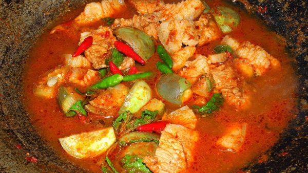 แกงป่าหมู เมนูอาหารพื้นบ้านรสชาติจัดจ้านอร่อยจนต้องเติมข้าวอีกจาน